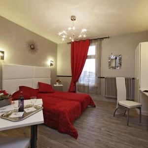 chambre_rouge_reduite_hotel_de_bordeaux